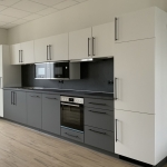 Küche, anthrazit/weiß matt in Kombination mit Jura Schiefer