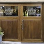 Eingangstür für Vinothek, Eiche massiv, Glas mit Logo, Sonderanfertigung