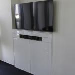 """Media Wand, weiß hochglanz, Türen mit """"Push to Open-Funktion"""""""