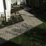 Gartenweg mit Prophyrpflaster