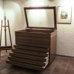 Galerieschrank aus Kirschbaum, massiv mit Vollauszügen