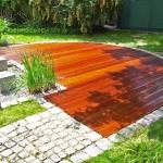 Holzterrasse aus Bangkirai mit Granitpflaster